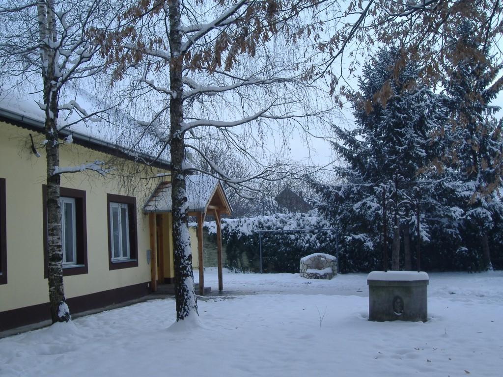 Зима у школском дворишту